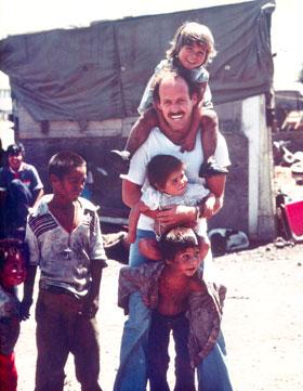 1980-David-Lynch-With-Kids